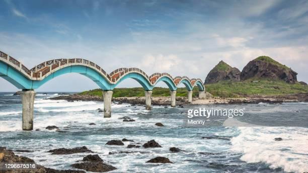 taiwan dragon bridge sanxiantai panorama sansiantai taitung - mlenny stock pictures, royalty-free photos & images