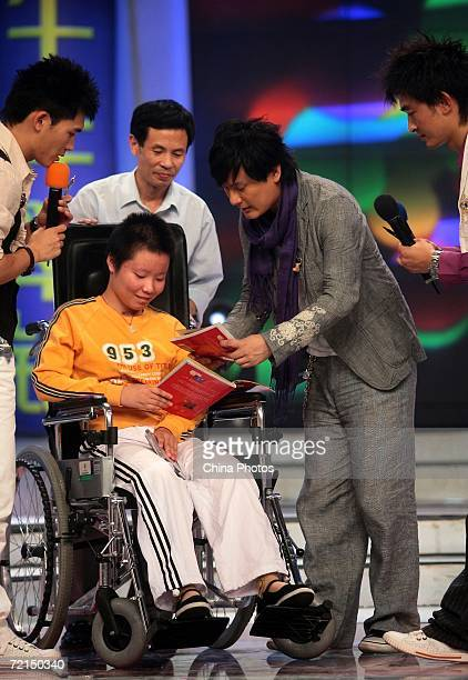 Taiwan singer Jeff Chang gives his new album to a disabled fan during a fan club activity to promote his new album on October 11 2006 in Nanjing of...