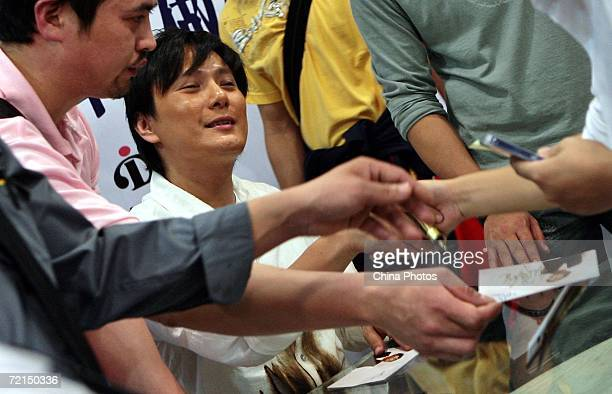 Taiwan singer Jeff Chang shakes hands with a fan during a fan club activity to promote his new album on October 10 2006 in Nanjing of Jiangsu...