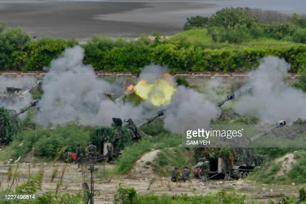 Taiwan soldiers operate US-made M109A2 self-propelled guns during the annual Han Kuang military drills in Taichung on July 16, 2020. - The five-day...