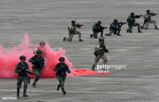 Taiwan soldiers take part in during the Han Kuang drill at the Ching Chuan Kang air force base in Taichung, central Taiwan, on June 7, 2018. - Taiwan...