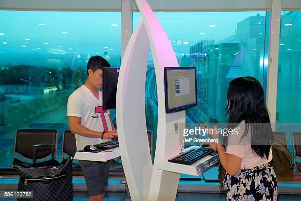 Taiwan Taoyuan International Airport TPE terminal concourse gate area free Internet access