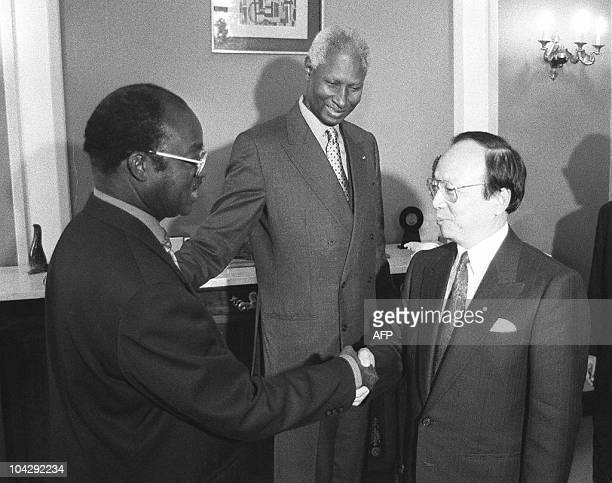 Taiwanese Foreign Minister John Chang shakes hands with his Senegalese counterpart Mustapha Niaff as Senegalese President Abdou Diouf looks on 23...