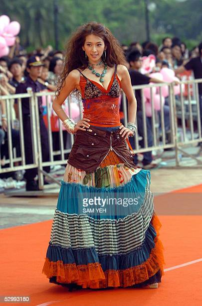 Taiwanese model Lin Chiling poses as she arrives at the 16th Golden Melody Award in Kaohsiung southern Taiwan 28 May 2005 Over 80 soloists or groups...