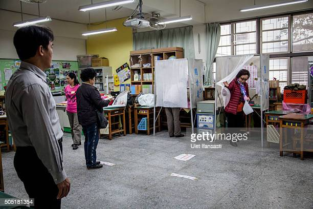 Taiwanese people cast their ballots at a polling station on January 16 2016 in Taipei Taiwan Voters in Taiwan are set to elect Tsai Ingwen the...