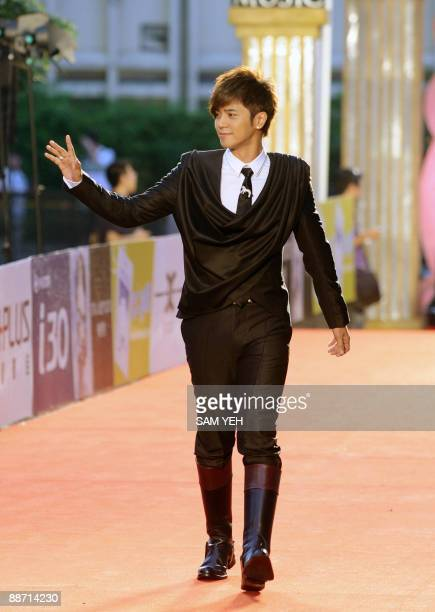 Taiwanese pop singer Alan Lo waves on the red carpet of the 20th Golden Melody Awards in Taipei on June 27 2009 Performers from Taiwan Hong Kong...