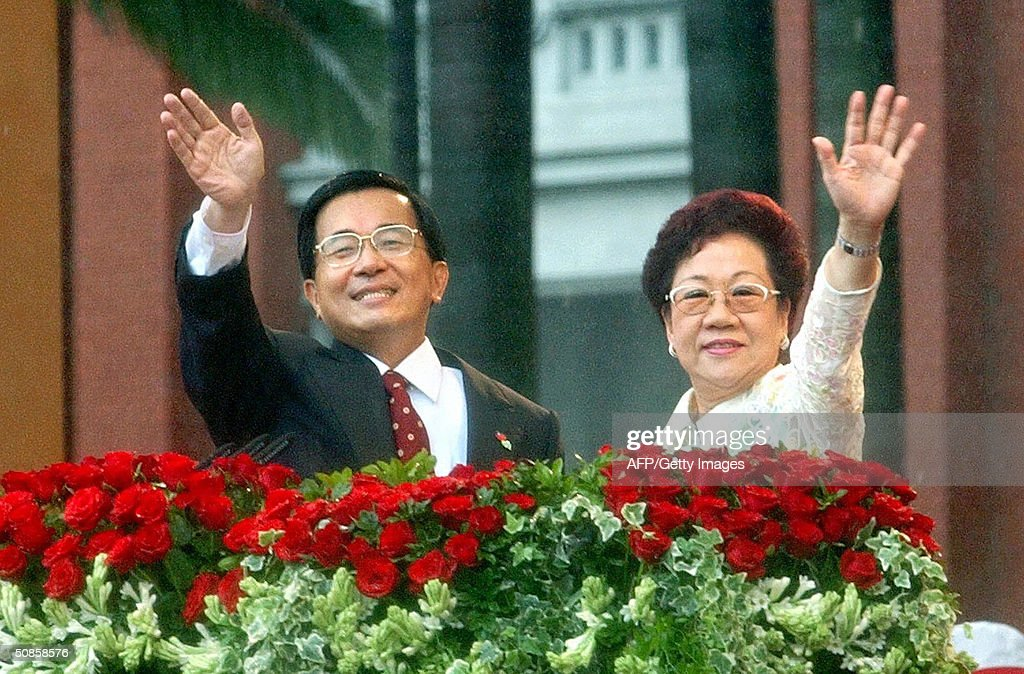 Taiwanese President Chen Shui-bian and Vice President Annette Lu wave to the audience during the inauguration ceremony, 20 May 2004, in front of the Presidential Building in Taipei. Chen has promised to clear up misunderstandings with rival China in the inauguration speech, after Beijing issued new threats to attack the island.