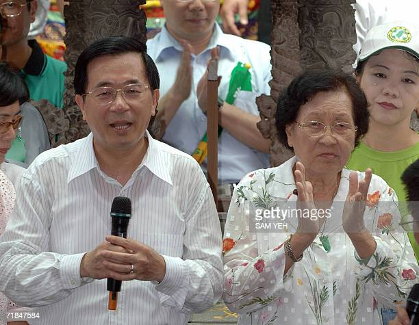 Taiwanese President Chen Shuibian speaks to supporters while his mother Chen Leesheng claping her hands in their hometown Kuantien Tainan county...