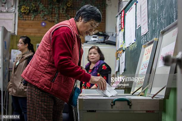 Taiwanese woman casts her ballot at a polling station on January 16 2016 in Taipei Taiwan Voters in Taiwan are set to elect Tsai Ingwen the...