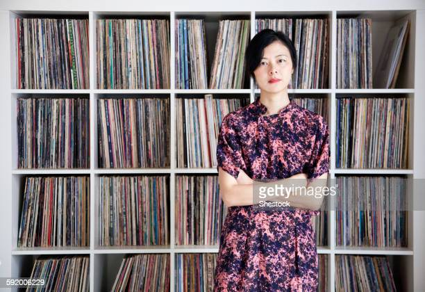 taiwanese woman standing near record collection - collection photos et images de collection