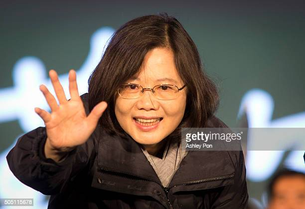 Taiwan's Democratic Progressive Party presidential candidate Tsai Ing-wen waves to supporters during a rally on January 15, 2016 in TAIPEI, Taiwan....