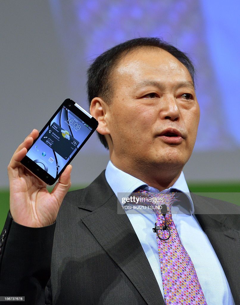 Taiwan's electronics giant HTC CEO Peter Chou displays the new smartphone 'HTCJ butterfly' for Japanese mobile carrier KDDI in Tokyo on November 20, 2012