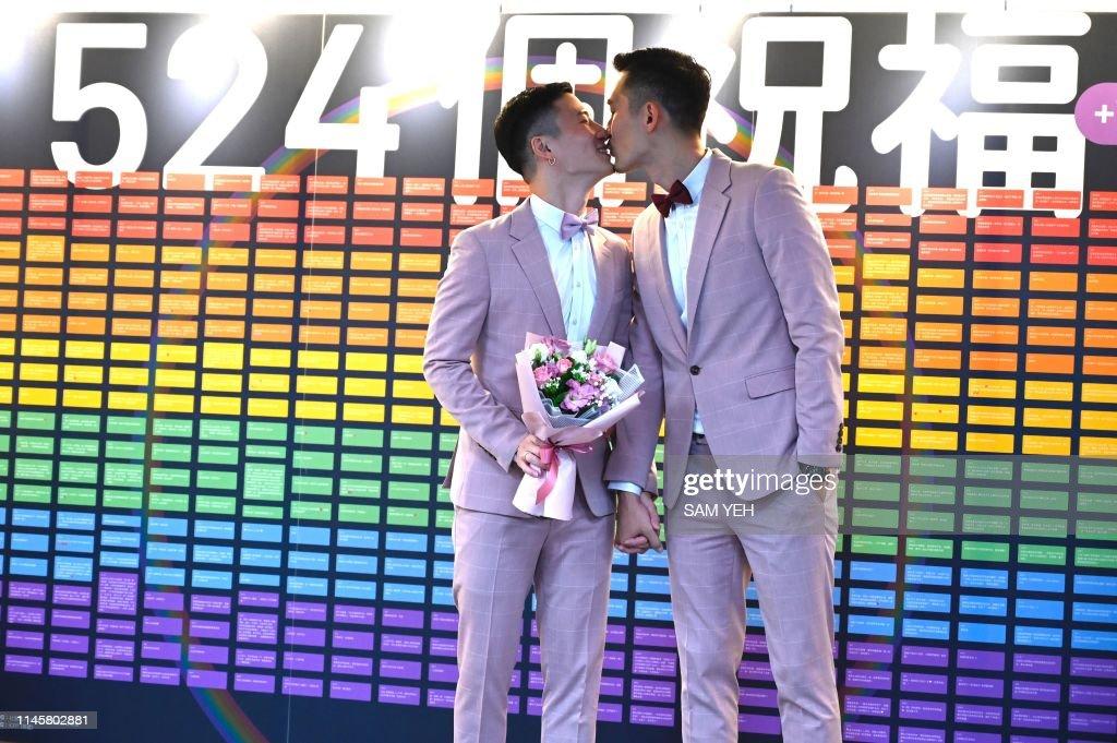 TOPSHOT-TAIWAN-GAY-WEDDING : News Photo
