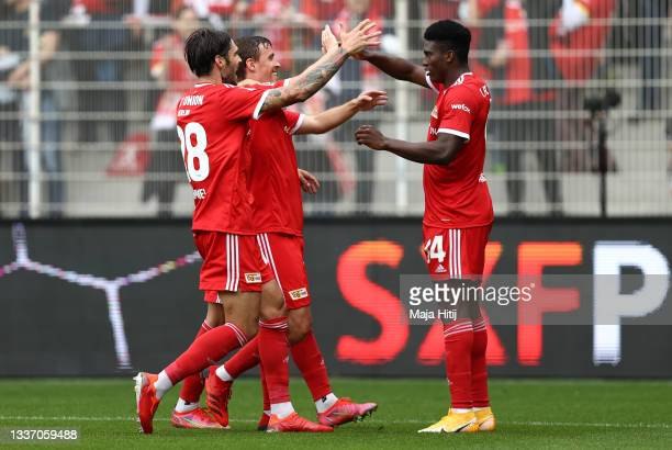 Taiwo Awoniyi of 1.FC Union Berlin celebrates after scoring their sides second goal with team mates during the Bundesliga match between 1. FC Union...