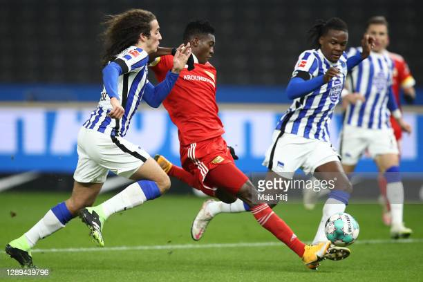 Taiwo Awoniyi of Union scores his team's first goal against Matteo Guendouzi and Dedryck Boyata of Hertha during the Bundesliga match between Hertha...
