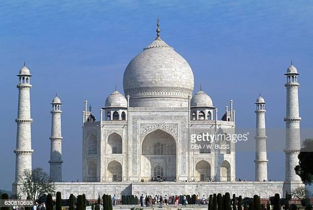 Taj Mahal 16321654 tomb of Mumtaz Mahal wife of the Great Mogul Jahangir Agra Uttar Pradesh India 17th century