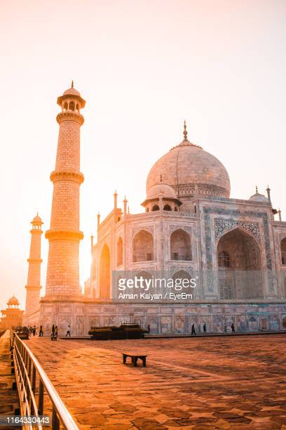 taj mahal against sky during sunset - taj mahal stock pictures, royalty-free photos & images