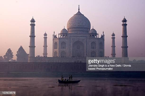 taj mahal, agra, india - yamuna river stock pictures, royalty-free photos & images