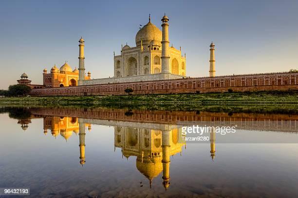 Taj Mahal et son reflet dans la rivière Yamuna, HDR