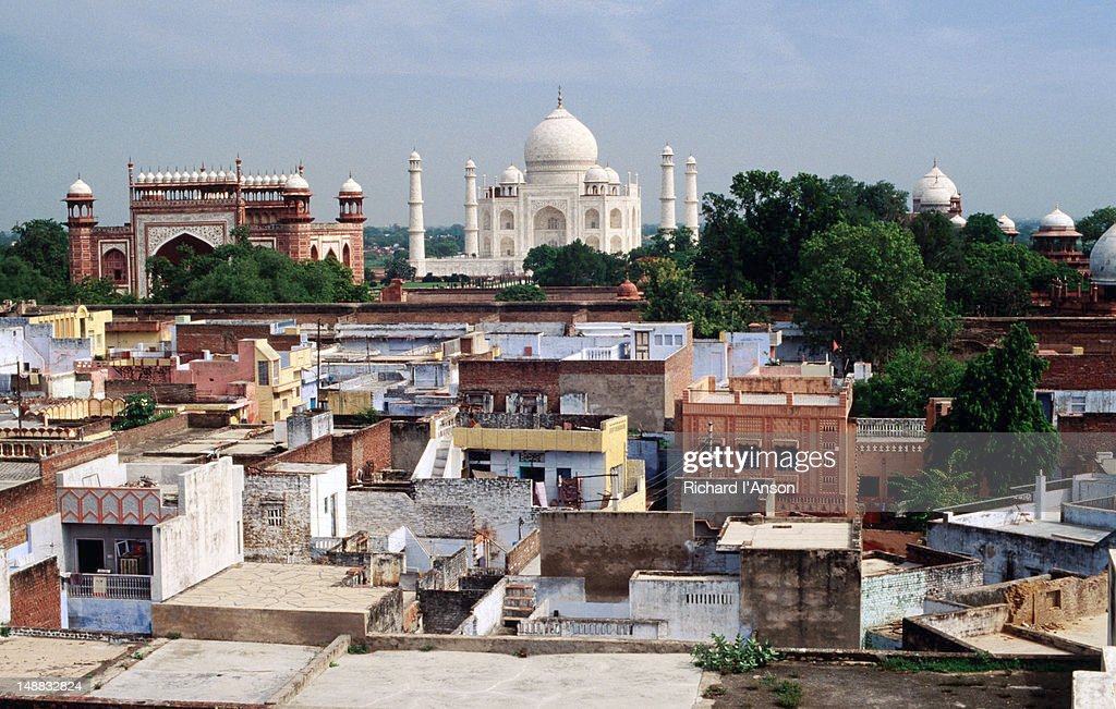 Taj Mahal and rooftops of Taj Ganj area. : Foto de stock