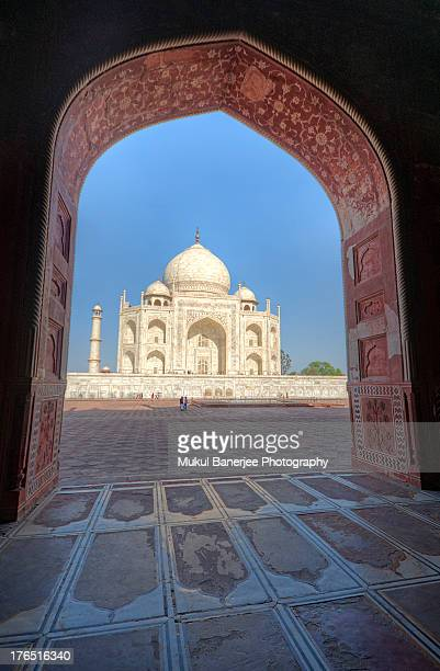 taj mahal as seen from adjacent mosque - interior of taj mahal stock pictures, royalty-free photos & images