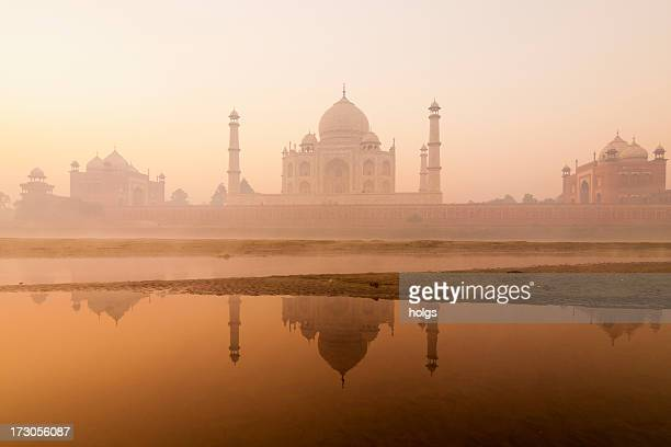 taj mahal at dawn, agra, india - taj mahal stock pictures, royalty-free photos & images