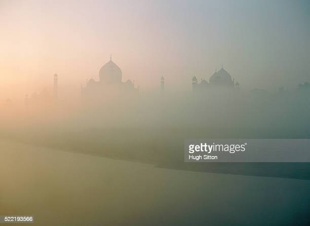 taj mahal at fog, india - hugh sitton stock pictures, royalty-free photos & images