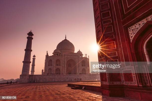 taj mahal at sunrise - taj mahal stock photos and pictures