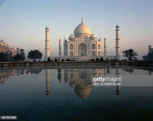 Taj Mahal at sunset 16321648 tomb of Mumtaz Mahal Great Mughal Jahangir's favourite wife Agra Uttar Pradesh India 17th century