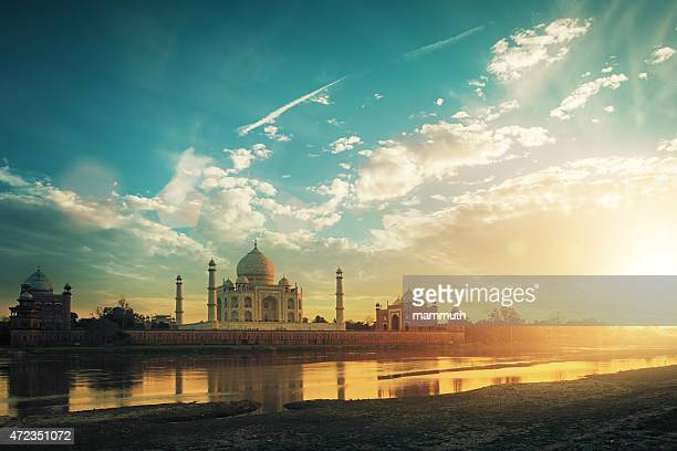 taj mahal at sunset - taj mahal stock photos and pictures