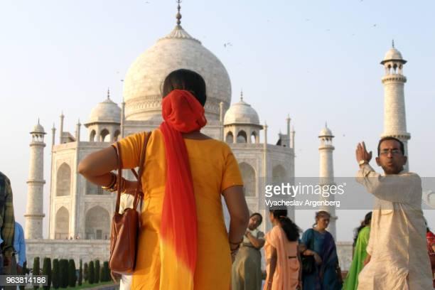 taj mahal at sunset, universally admired masterpiece of the world's heritage, agra, india - argenberg bildbanksfoton och bilder