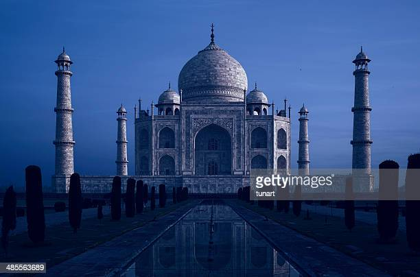 taj mahal at twilight, agra, india - taj mahal stock photos and pictures