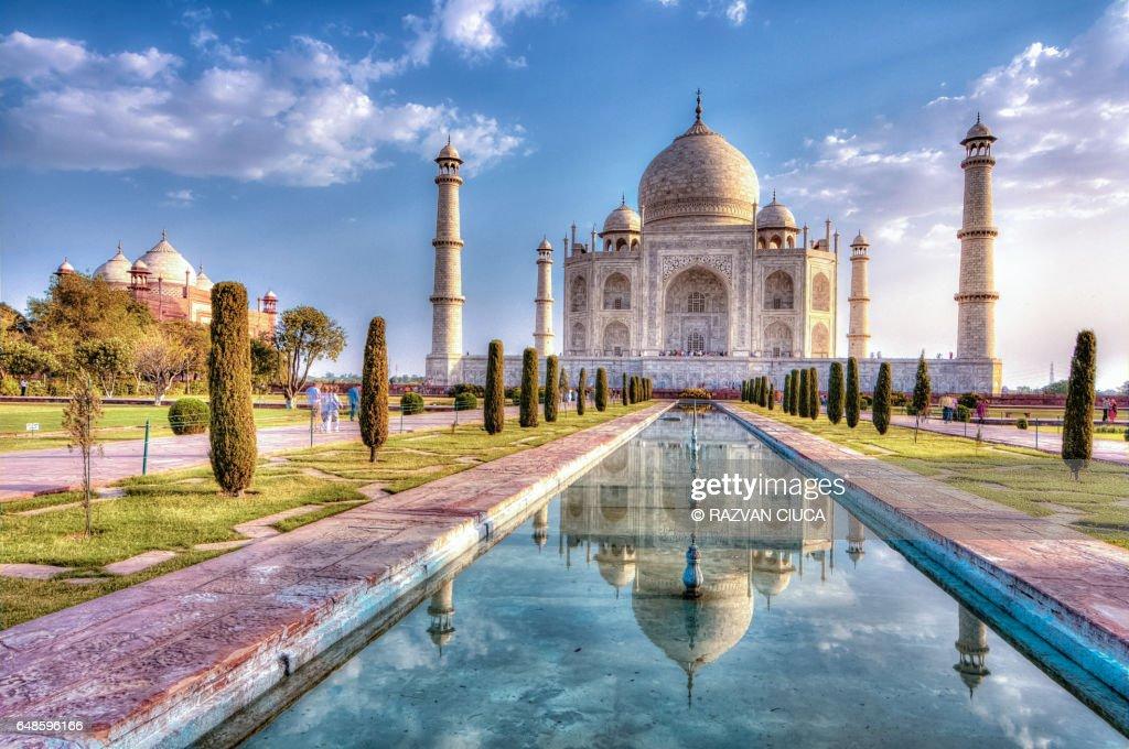 Taj Mahal in autumn time : ストックフォト