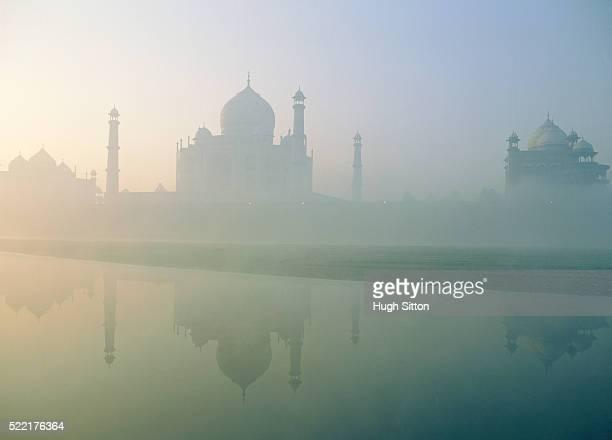 taj mahal in india - hugh sitton fotografías e imágenes de stock
