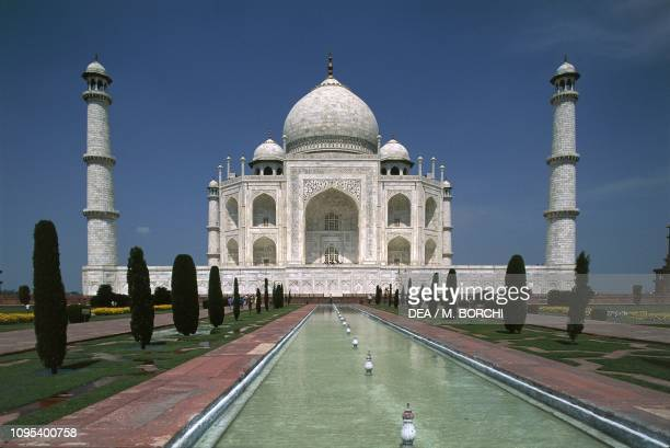 Taj Mahal mausoleum , built between 1631 and 1648 by the Mughal emperor Shah Jahan in memory of his wife Mumtaz Mahal, seen from the water tank,...