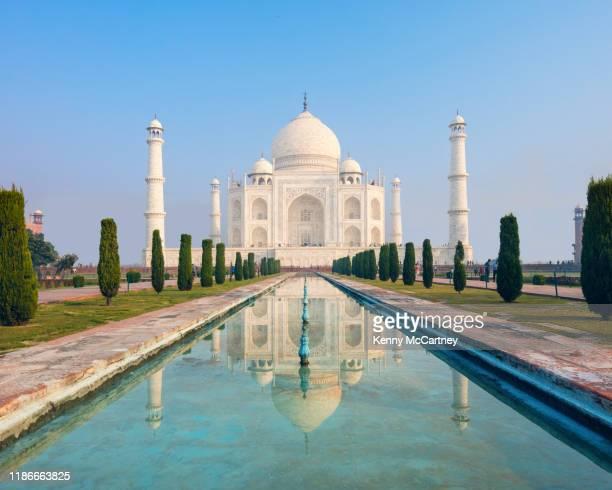 taj mahal reflecting pool - mumbai stock-fotos und bilder