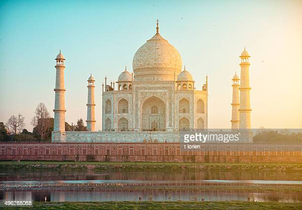 taj mahal, seen from the riverside. agra. - taj mahal stock pictures, royalty-free photos & images