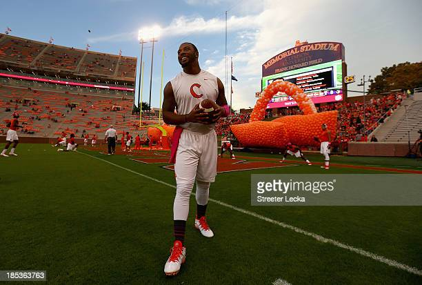 Tajh Boyd of the Clemson Tigers warms up before their game against the Florida State Seminoles at Memorial Stadium on October 19 2013 in Clemson...
