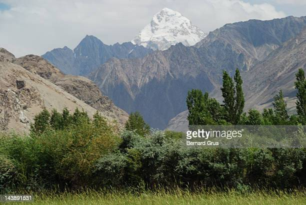 tajikistan over wakhan corridor - bernard grua photos et images de collection