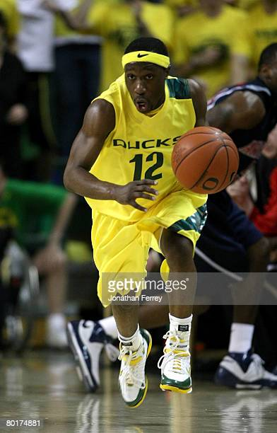 Tajuan Porter of the Oregon Ducks dribbles the ball downcourt against the Arizona Wildcats at McArthur Court March 8, 2008 in Eugene, Oregon.