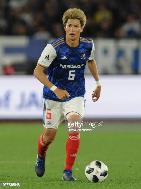 Takahiro Ogihara of Yokohama FMarinos in action during the JLeague J1 match between Yokohama FMarinos and Gamba Osaka at Nissan Stadium on May 12...