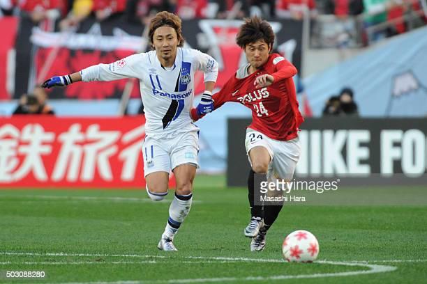 Takahiro Sekine of Urawa Red Diamonds and Shu Kurata compete for the ball during the 95th Emperor's Cup final between Urawa Red Diamonds and Gamba...