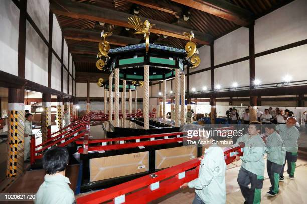'Takamikura' imperial throne is disassembled at the Kyoto Imperial Palace on August 20 2018 in Kyoto Japan The throne will be transported to Tokyo...