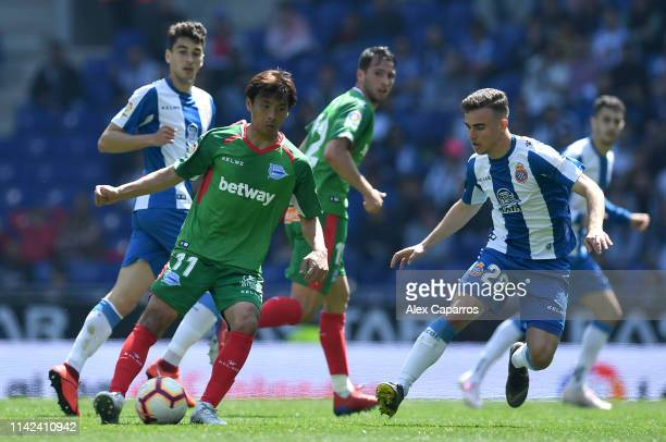 Takashi Inui of Deportivo Alaves is challenged by Adria Pedrosa of RCD Espanyol during the La Liga match between RCD Espanyol and Deportivo Alaves at...