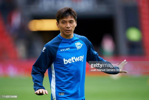 Takashi Inui of Deportivo Alaves warms up during the La Liga match between Athletic Club and Deportivo Alaves at San Mames Stadium on April 27 2019...