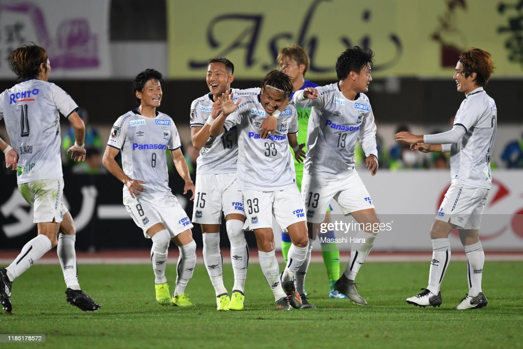 Shonan Bellmare v Gamba Osaka - J.League J1 : ニュース写真