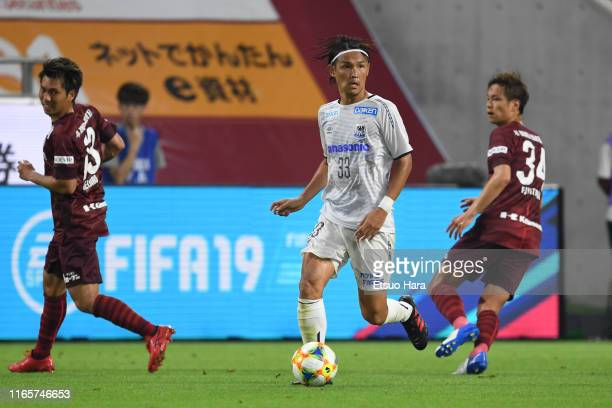 Takashi Usami of Gamba Osaka controls the ball during the J.League J1 match between Vissel Kobe and Gamba Osaka at Noevir Stadium Kobe on August 02,...