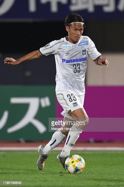 Takashi Usami of Gamba Osaka in ac during the J.League J1 match between Shonan Bellmare and Gamba Osaka at Shonan BMW Stadium Hiratsuka on November...