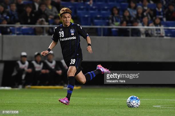 Takashi Usami of Gamba Osaka in action during the AFC Champions League Group G match between Gamba Osaka and Suwon Samsung Bluewings FC at the Suita...