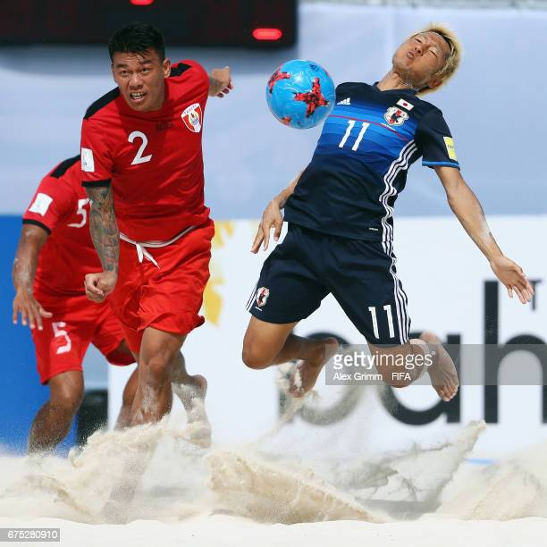 Takasuke Goto of Japan is challenged by Angelo Tchen of Tahiti during the FIFA Beach Soccer World Cup Bahamas 2017 group D match between Tahiti and...